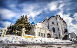 Förklaringdomkyrka av den Kazan Kreml mot den suddiga himlen i vinter 3 arkivbild