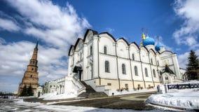 Förklaringdomkyrka av den Kazan Kreml mot den suddiga himlen i vinter royaltyfri foto