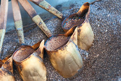 Förkoppra turkiskt kaffe som är förberett med Arkivfoton