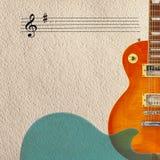 Förkroppsligar den elektriska gitarren för notsystem- och honungsunbursttappning och baksida av gitarren på rätsida av den grova  Arkivbilder