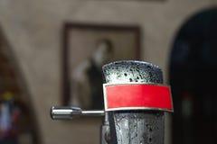 Förkylning försilvrar ölklappet med kondensation arkivfoto