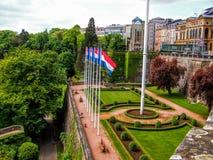 Förlägga de la Konstitution i staden av Luxembourg Arkivfoto