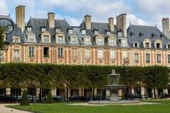 Förlägga des Vosges, Le Marais, Paris, Frankrike Royaltyfria Foton
