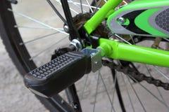 Grön cykel Fotografering för Bildbyråer