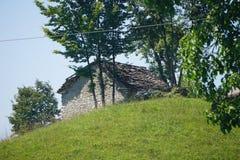 Förlägga i barack i bergen i den Bayern Österrike Tyrol Tyskland Royaltyfri Foto