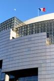 Förlägger den franska flaggan för operabastillen och månen de la Bastille Paris Frankrike Arkivfoto