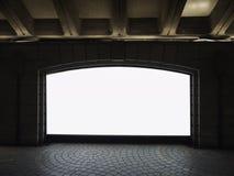 Förlöjliga upp station för gångtunnel för ljus ask för massmedia för tomt baner inomhus royaltyfria foton