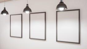 Förlöjliga upp studio och bild tre på väggen framförande 3d arkivfoton