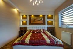 Förlaga sovruminterior med strålkastarear Royaltyfria Foton