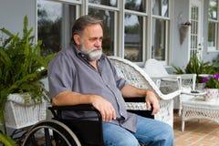 Förlamad i båda benen man i rullstol Royaltyfri Foto