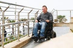 Förlamad i båda benen - rullstol royaltyfri foto