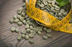Förlora vikt vid grönt kaffe royaltyfria foton