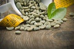Förlora vikt vid grönt kaffe arkivfoto