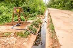 Förlorat vatten från förrådsplatsplats i thailändsk nedgrävning av sopor Royaltyfria Foton
