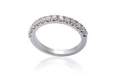 Förlovningsringar för vit guld med diamanter arkivbilder
