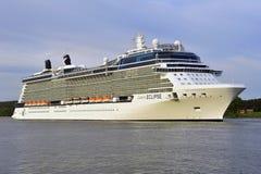 FÖRMÖRKELSE för kryssningeyelinerKÄNDIS i port Royaltyfri Bild