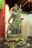 Förmyndare för dörr för tempel för Buddhatandrelik royaltyfri fotografi