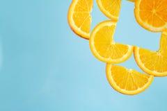 Förnya, sunt, vård-, blått, gult, orange nytt, saftigt, strikt vegetarian, frukt fotografering för bildbyråer