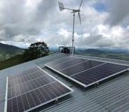 Förnybara energikällor Eolical + sol- royaltyfri foto