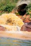 Förorenad flod Fotografering för Bildbyråer