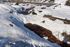 Förorenad flod under snö Fotografering för Bildbyråer