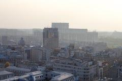 förorenad stad Arkivfoto