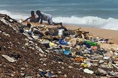 förorenad strand Royaltyfria Bilder