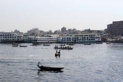 Förorenade floder i Bangladesh royaltyfri bild