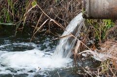 Kloakvatten fororenade flod i skottland