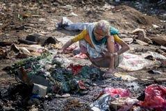 Förorening och armod Arkivbild