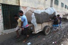 Föroreningar på den Hazaribagh garveriet av Bangladesh Arkivbilder