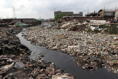 Föroreningar på den Hazaribagh garveriet av Bangladesh Royaltyfria Bilder