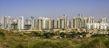 förort av staden i avståndet Royaltyfri Fotografi