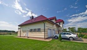förorts- elegantt hus royaltyfri bild