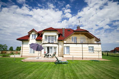 förorts- elegantt hus arkivbilder