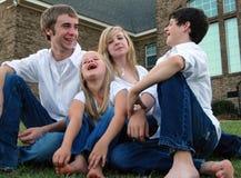 förorts- familj royaltyfri fotografi