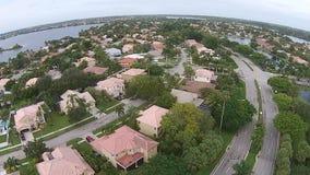 Förorts- hem i Florida från över stock video