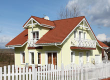 förorts- hus Arkivbilder