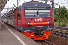 Förorts- järnväg ryska järnvägar i St Petersburg Arkivfoto