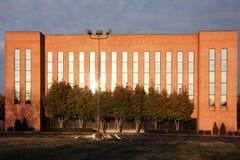 Förorts- kontorsbyggnad Arkivfoton