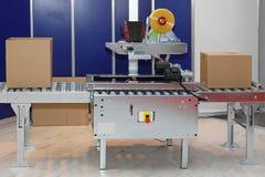 Förpackande askar för maskin Arkivbild