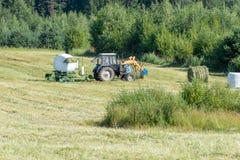 Förpackande klippt gräs Arkivfoto