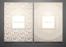 Förpackande mallar för vektoruppsättning med olik guld- blom- damast textur för lyxig produkt Vit bakgrund och ram stock illustrationer