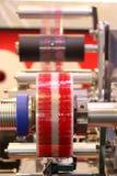 Förpackande maskin för skyddsremsa Arkivbild