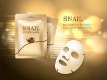 Förpackar den kosmetiska annonsmallen för snigeln, framsidamaskeringen och den guld- påsen modellen för annonser eller tidskrift  Arkivfoto