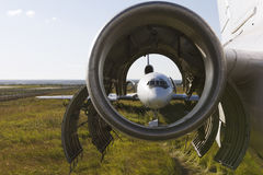 Förrådsplats av flygplan - sovjetiskt borgerligt passagerareflygplan för tappning fotografering för bildbyråer