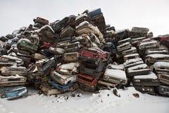 Förrådsplatsbilar i Ryssland i vintern Arkivfoton