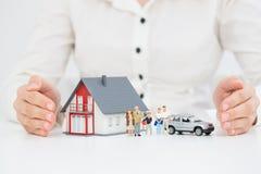 Försäkring hem- Live Car Protection Concept Royaltyfri Fotografi
