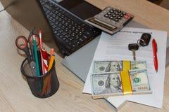 Försäkringpolitik och tangent från bilen Form för bilförsäkring med c Royaltyfri Bild