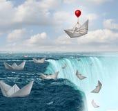 Försäkringskydd och symbol för säkerhet för riskavoghet som pappers- fartyg i risk med en sparad av en ballong som en täckningsfö royaltyfri illustrationer